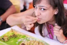 eating with fingers